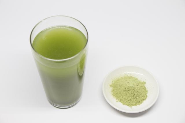 夕食の食べ過ぎは内臓脂肪を増やし血圧を上昇させてしまうので夕食前に食物繊維たっぷりの 酵素入り青汁 ヌーススピリッツ を飲む