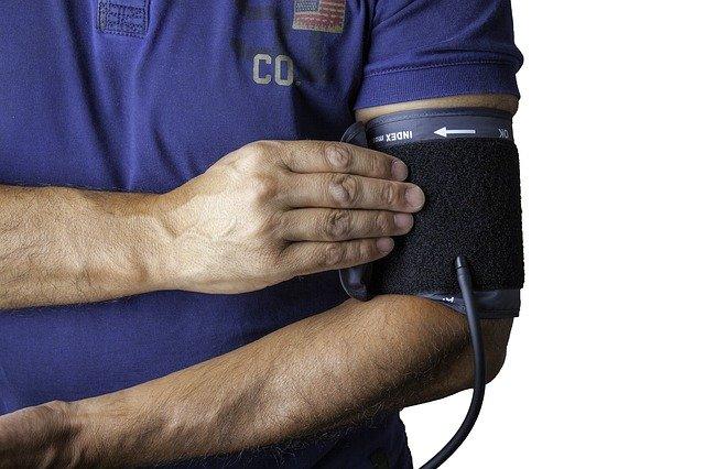 高血圧 の 原因